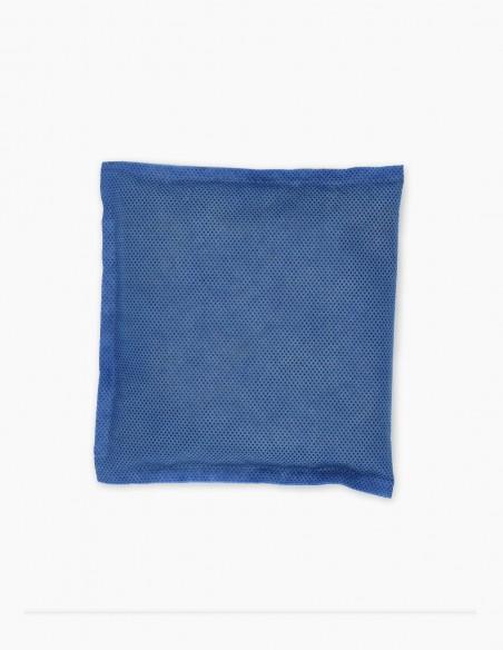 Bolsa absorbente de olores para su colocación en los lugares a desodorizar.