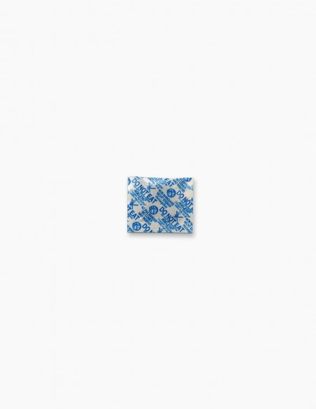 Small oxygen absorbent bag